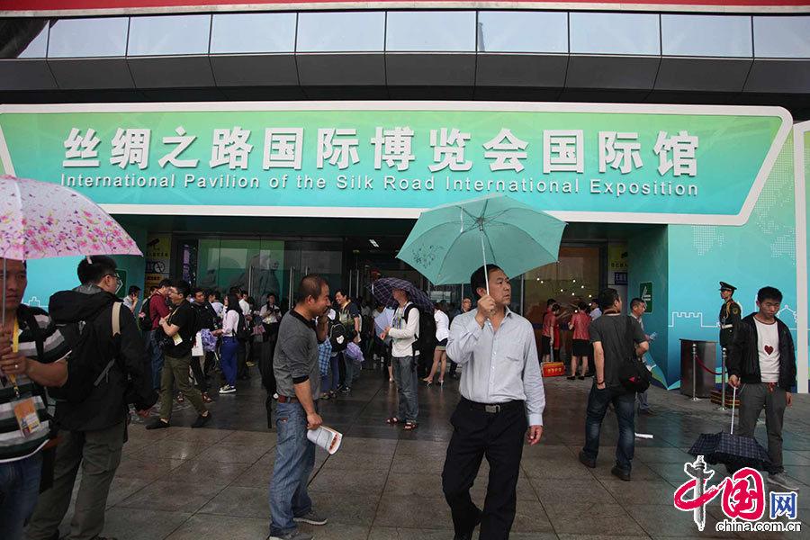 第十八届中国东西部合作与投资贸易洽谈会暨丝绸之路国际博览会今天在西安开幕。图为开幕式现场。 中国网记者 李佳 摄影