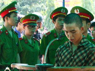 越南公审两名反华暴乱参与者 要求家属观看图片