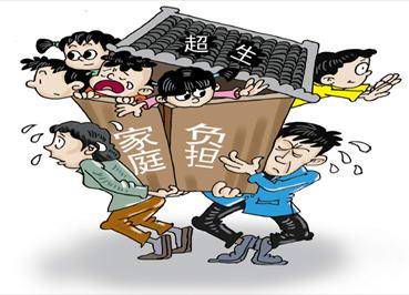 夫妻生10个孩子靠捡垃圾维生 称没钱让孩子上学