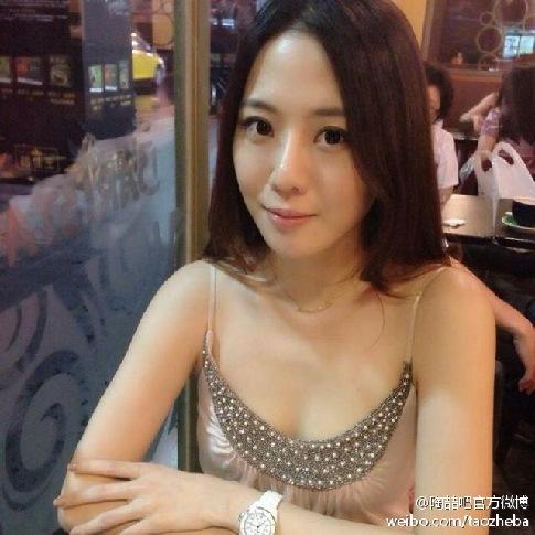 娱乐24小时 杨幂 刘恺威抱爱女出院