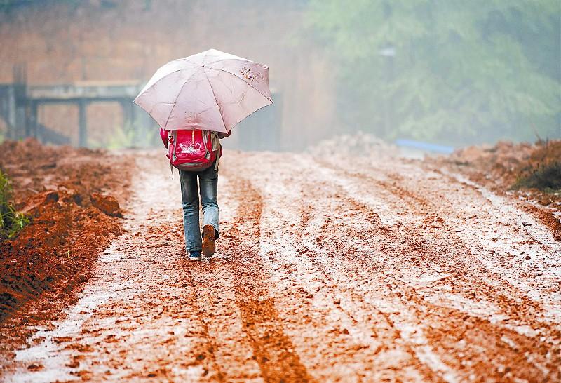山村熟妇与少年_11岁山村女孩的上学路:6年里 她走了近25000公里[组图