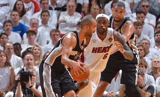 正在视频直播NBA总决赛第三场:马刺vs热火
