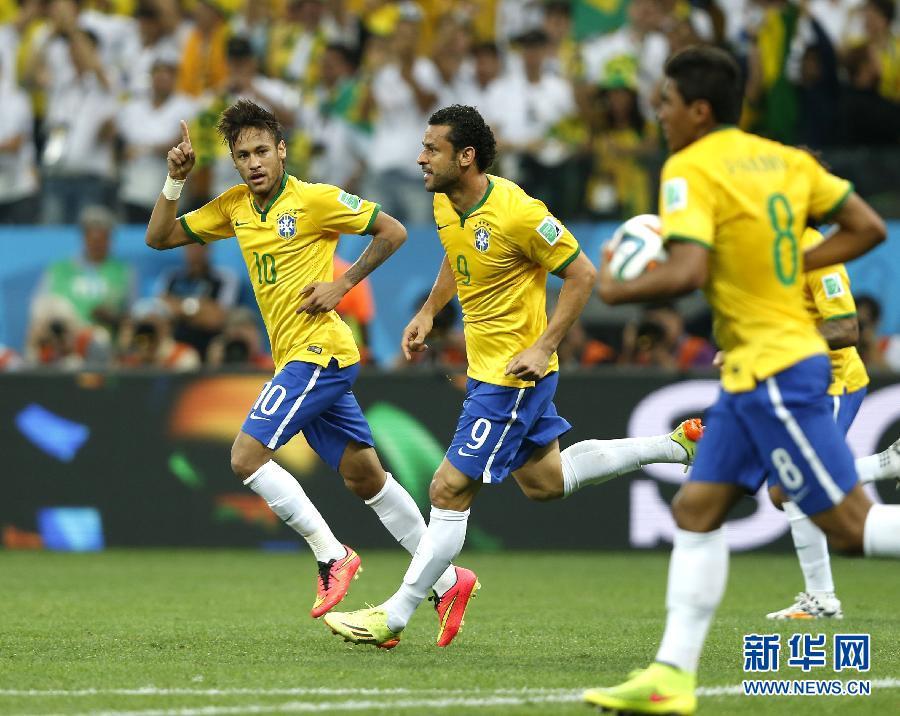(世界盃)(5)足球——揭幕戰:巴西隊慶祝扳平比分
