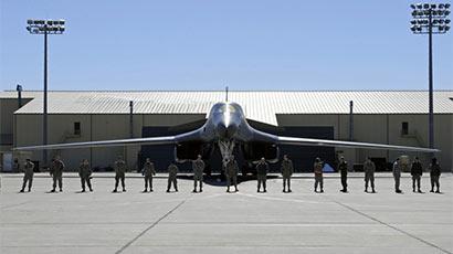 """""""大器晚成""""的B-1B轰炸机找到新""""战斗岗位"""""""