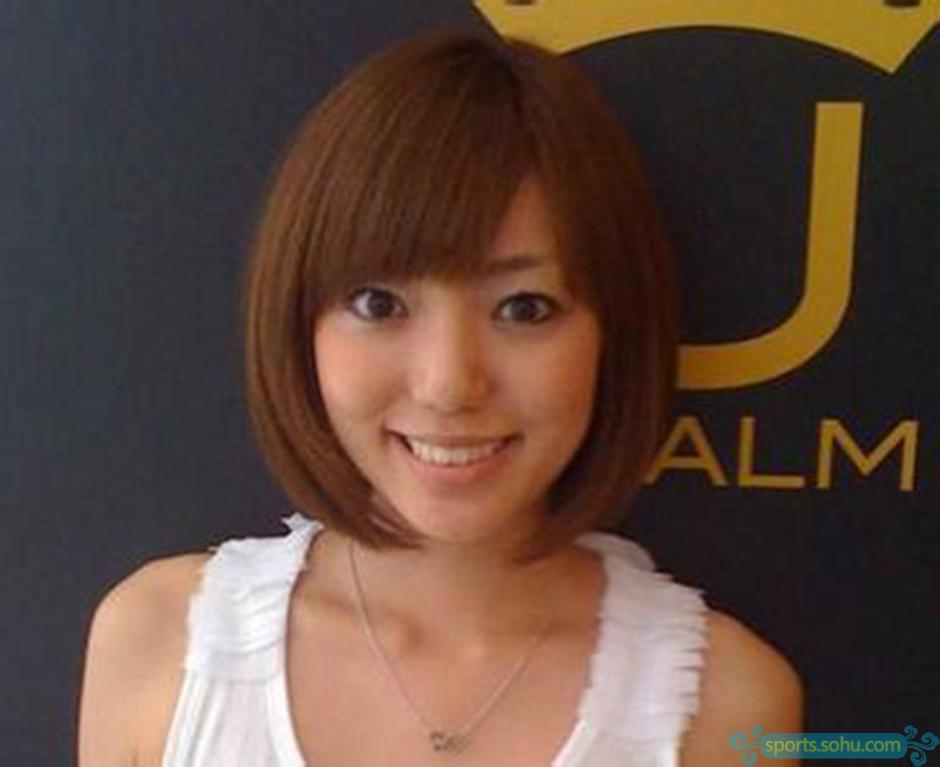 【高清】日本太太团:清纯娇小日系美女 体育中