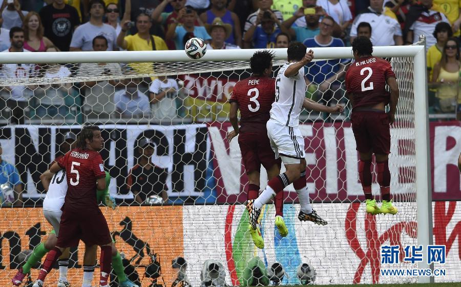 (世界盃·進球時刻)(9)足球——小組賽G組:德國隊馬·胡梅爾斯頭球得分