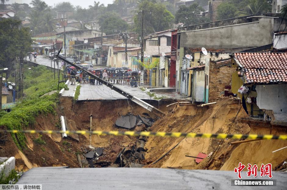 巴西世界盃主辦城市郊區發生山體滑坡 多間房屋被毀