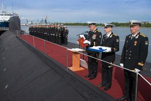 俄海军第4代核攻击潜艇885型首艇服役(组图)