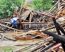 江西遂川:强降雨致山体滑坡 民房倒塌