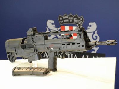 克罗地亚推出VHS2无托步枪 似中国95式魔改版
