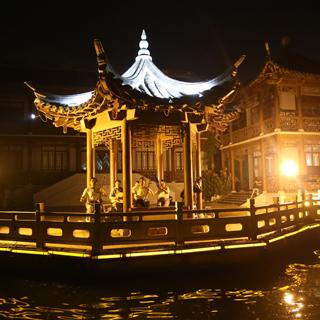 江苏:灯火阑珊凤城河[组图]