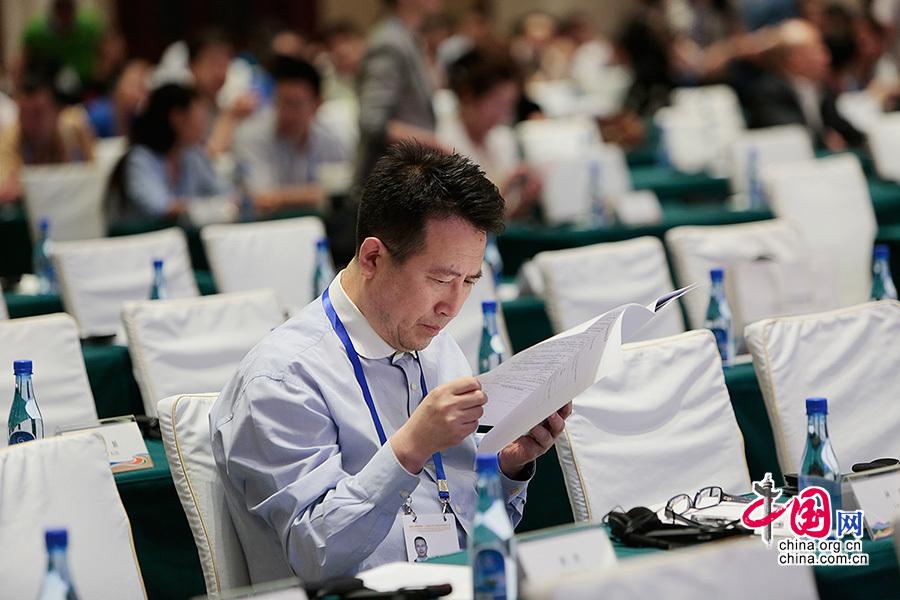 由国务院新闻办主办的丝绸之路经济带国际研讨会于6月26日上午在新疆乌鲁木齐市开幕。