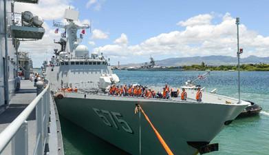 中国参加环太演习舰艇编队抵珍珠港