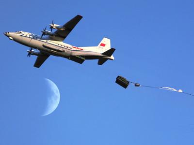 解放军首次成功实施6000米高空重装空投