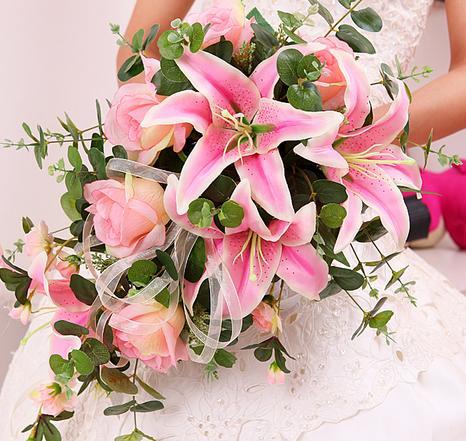 新娘手捧花类型之水滴形手捧花