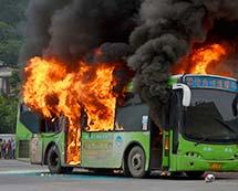 公交车真实失火模拟火灾演练[组图]
