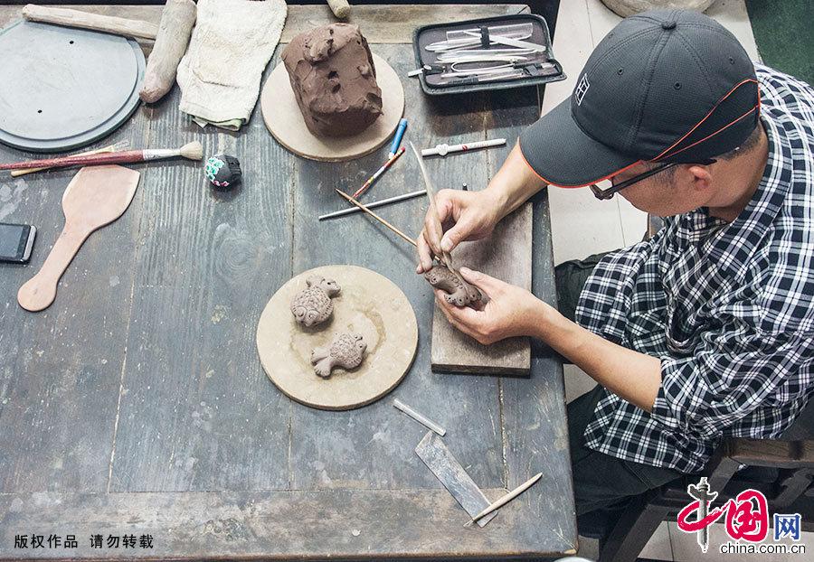 """""""太平泥叫叫""""是发源于镇江市姚桥镇华山村的一种传统玩具,类似于陶笛。"""