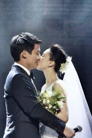 周迅高圣远大婚 戴婚戒深情拥吻 - 暖雪8521 - 暖雪8521