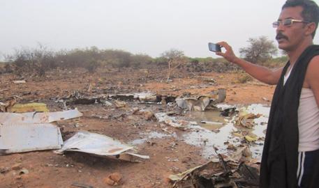 北部/阿尔及利亚失联客机残骸被发现...