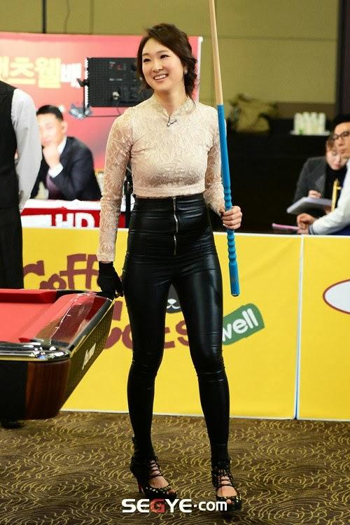 前韩国小姐台球皮裤秀翘臀 体育中国