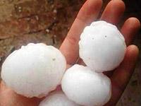 陕西榆林遭冰雹袭击 大如鸡蛋行人遭殃