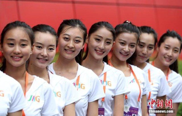 女大学生组青奥美女引导员团队