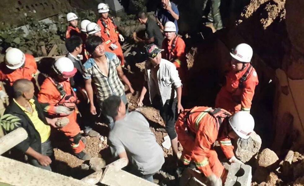 云南消防445名官兵赶赴鲁甸抗震