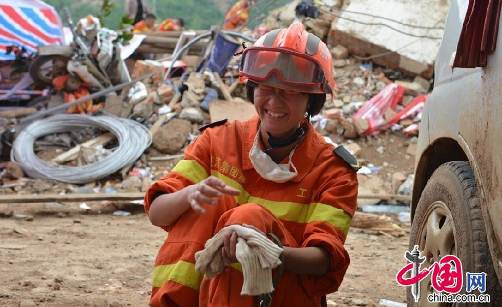 震区'女汉子':女兵地震救援队首次经历实战