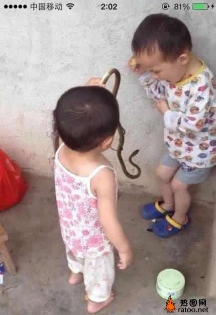 搞怪可爱小孩图片