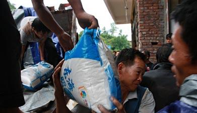 艰难的'旅程'——云南鲁甸地震救援物资发放全纪录