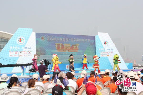 """青岛国际帆船周海洋节开幕 吉祥物领舞""""小苹果""""图片"""