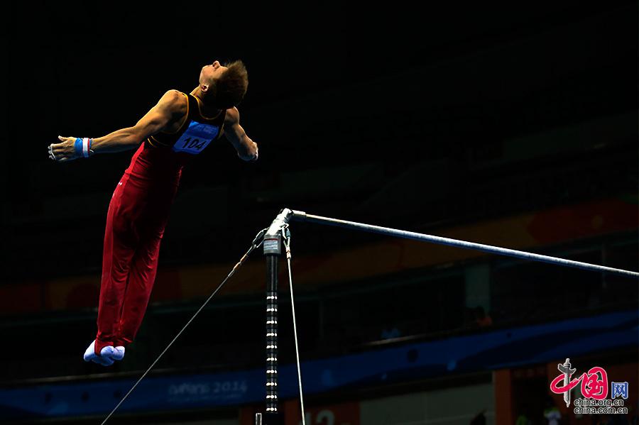 8月19日,第二届南京青奥会男子个人全能竞技体操决赛。中国网 董宁 摄影