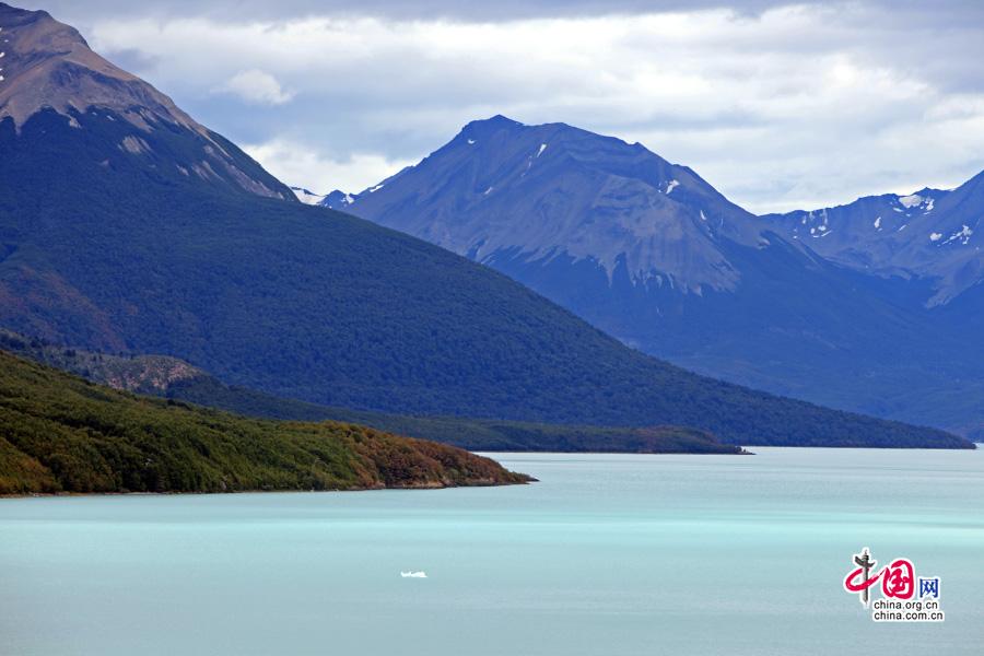 广袤的阿根廷大湖与大西洋相接