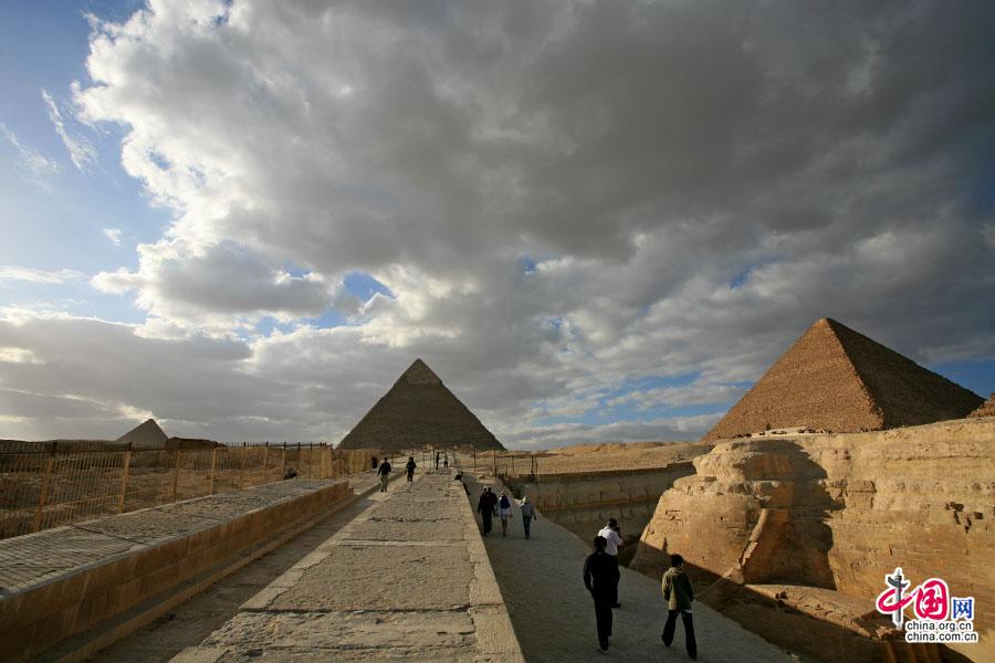 甬道的尽头是海拉夫金字塔