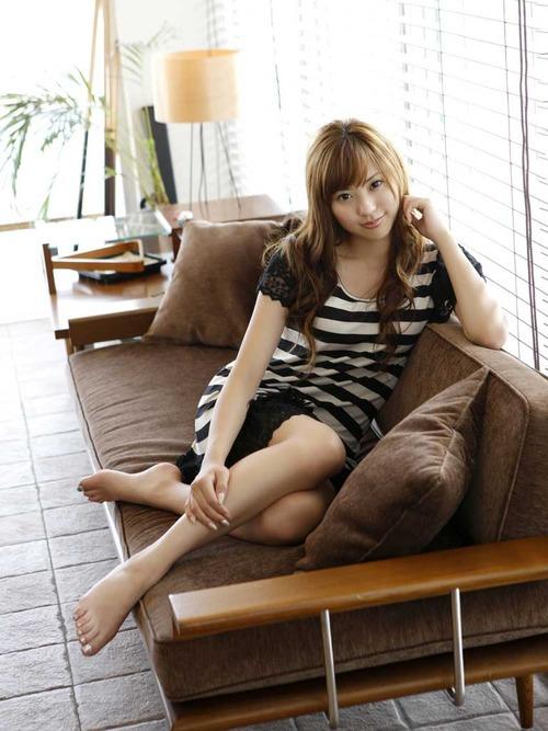 日本一_图为日本体育女主播山岸舞彩写真.