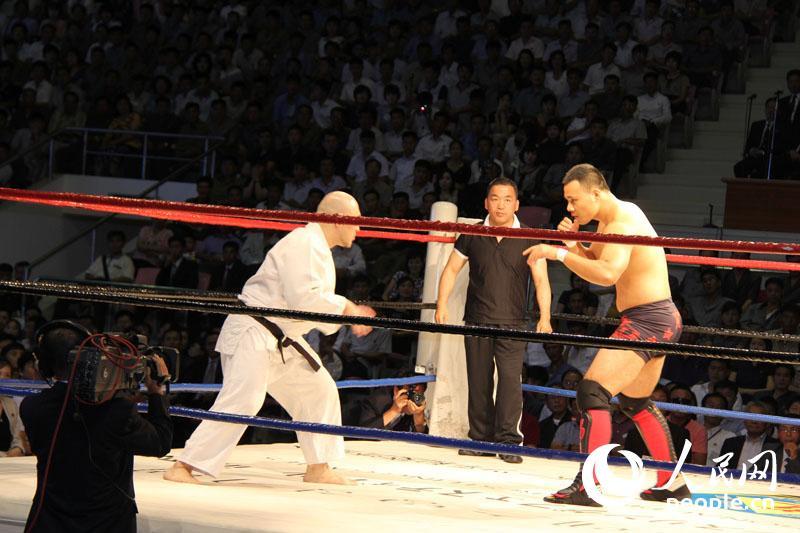 朝鲜举办职业摔角大赛 日名名将出席女选手过
