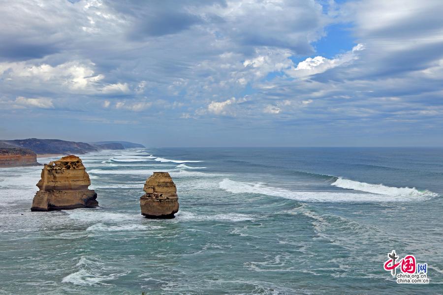 海浪常年拍打着岩石