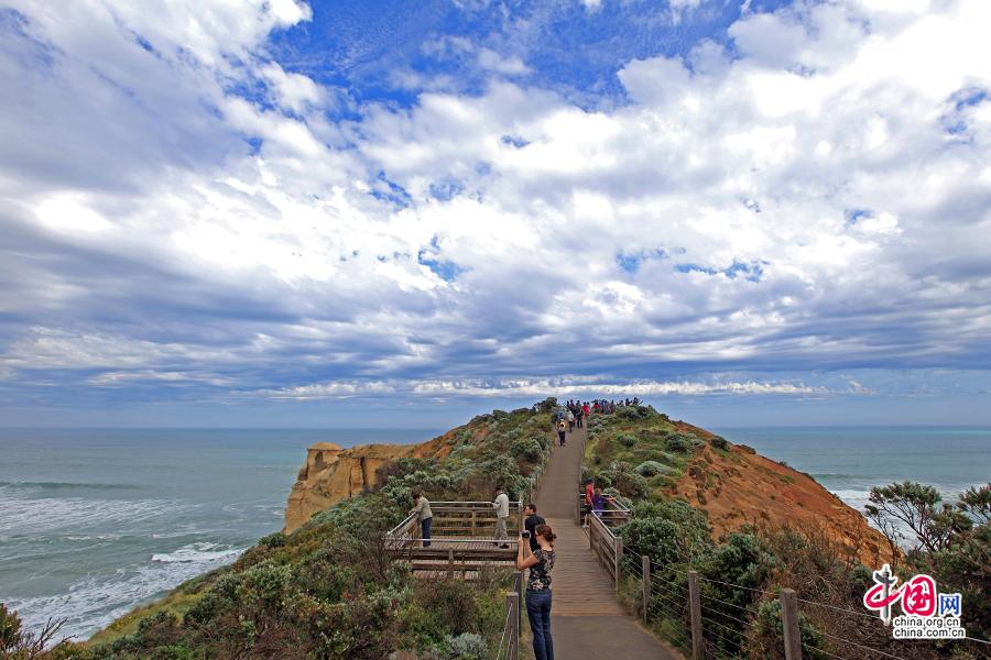 凸起的悬崖成了很好的观景台