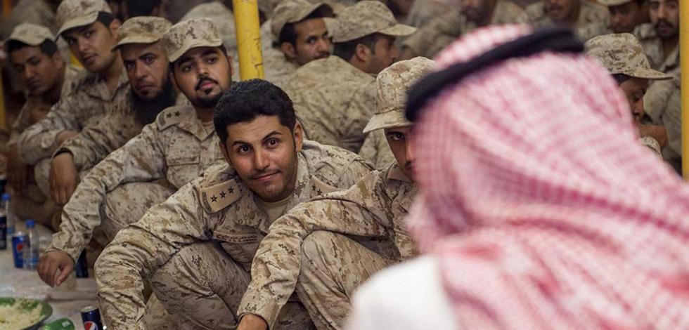 沙特王储开斋节与将士共进午餐