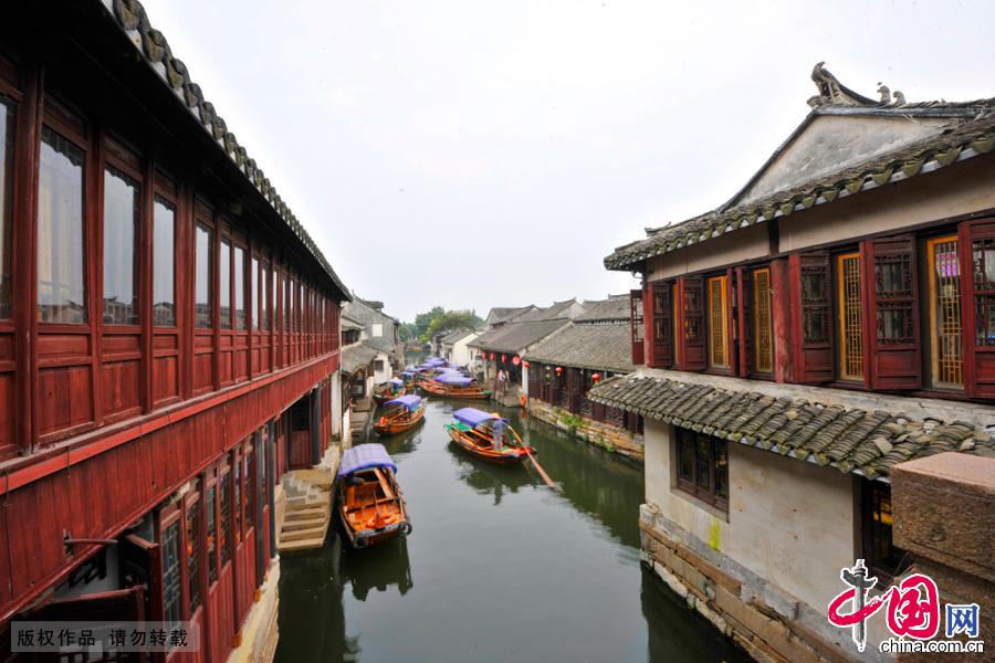 """""""中国第一水乡周庄""""的水道与老建筑。中国网图片库 刘少敏/摄"""