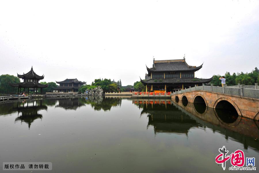 """""""中国第一水乡周庄""""报国寺前的石桥。中国网图片库 刘少敏/摄"""
