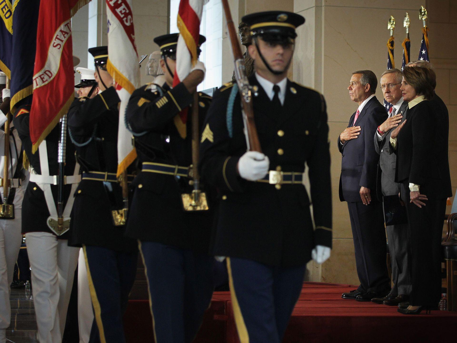 美国当地时间9月10日,在美国国会的国会金质奖章的颁发仪式上,美国政府官员纪念因911事件牺牲的平凡英雄们。