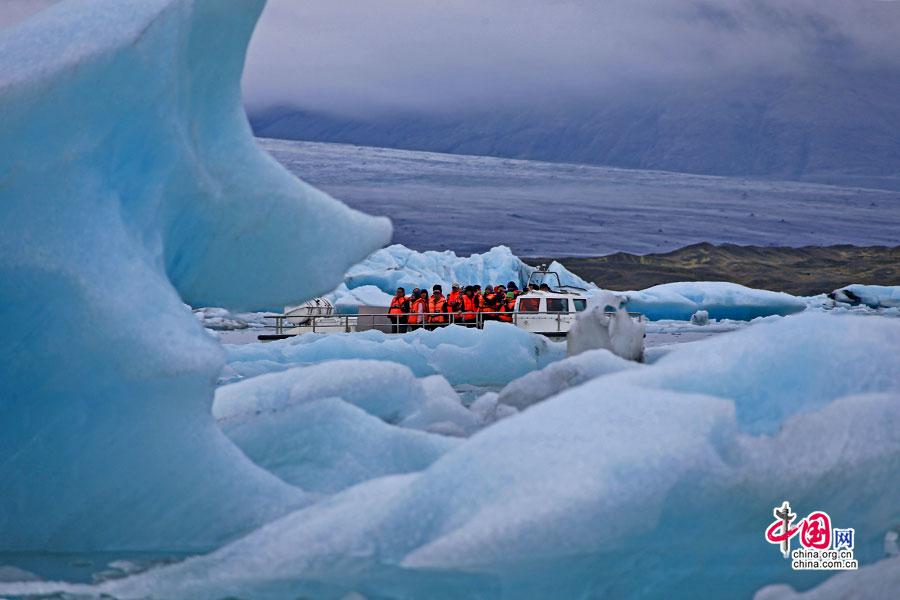 穿梭蓝冰世界里