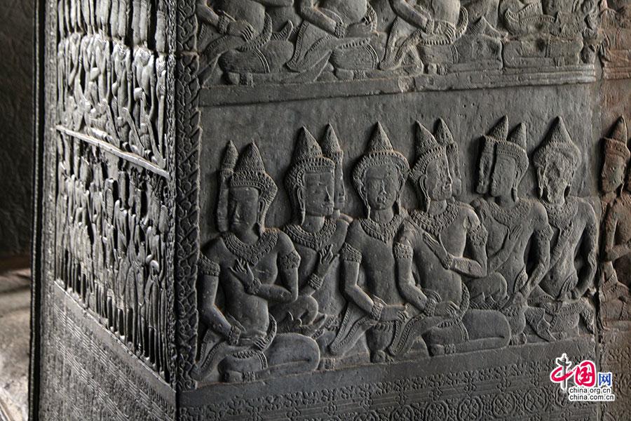 石柱上的浮雕有着印度风情