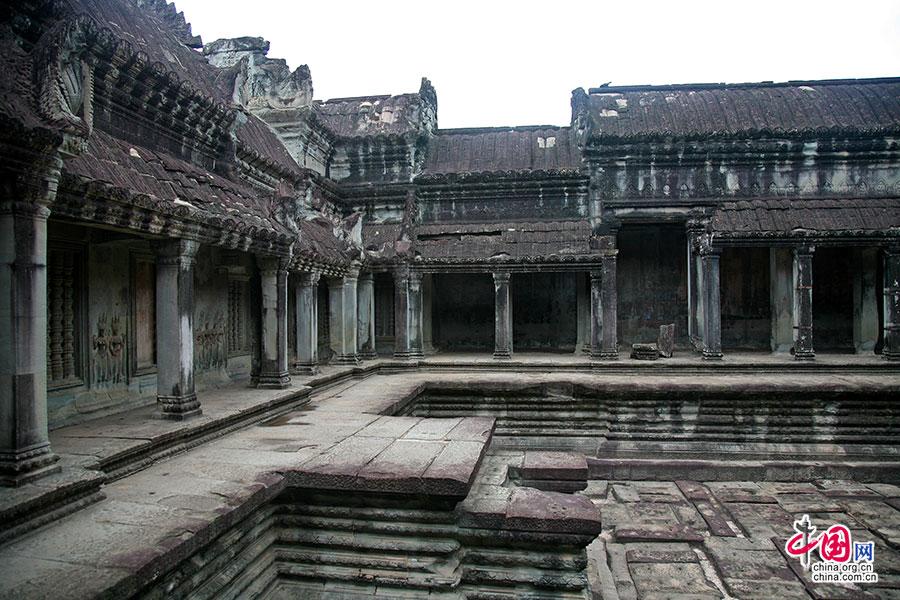 宫殿中央的庭池