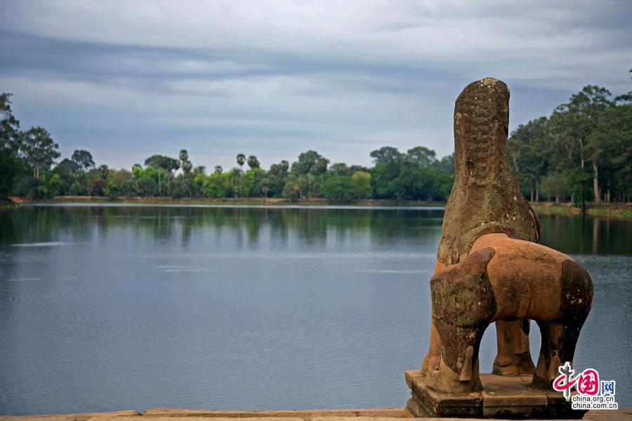 护城河上的石狮