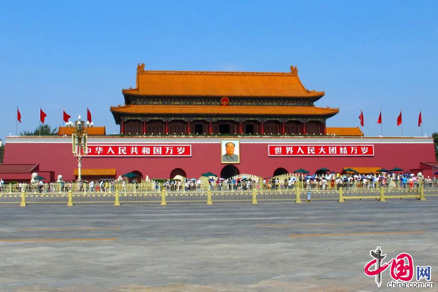 9月13日,天安门以崭新的面貌亮相,迎接建国65周年的到来。 中国网图片库 徐经来摄影
