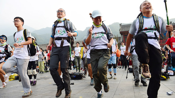 中国内地首个百公里公益徒步活动在京成功举行