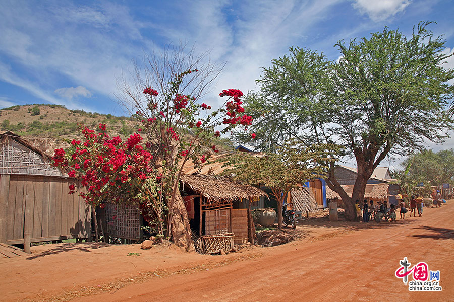 吴哥绽放(十四)高棉,走在红色的乡间