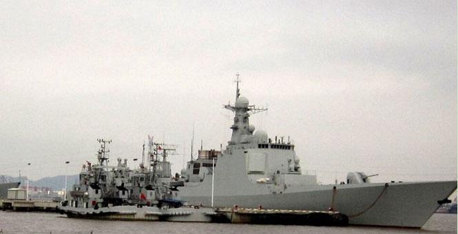 中國軍港內新老戰艦鱗次櫛比